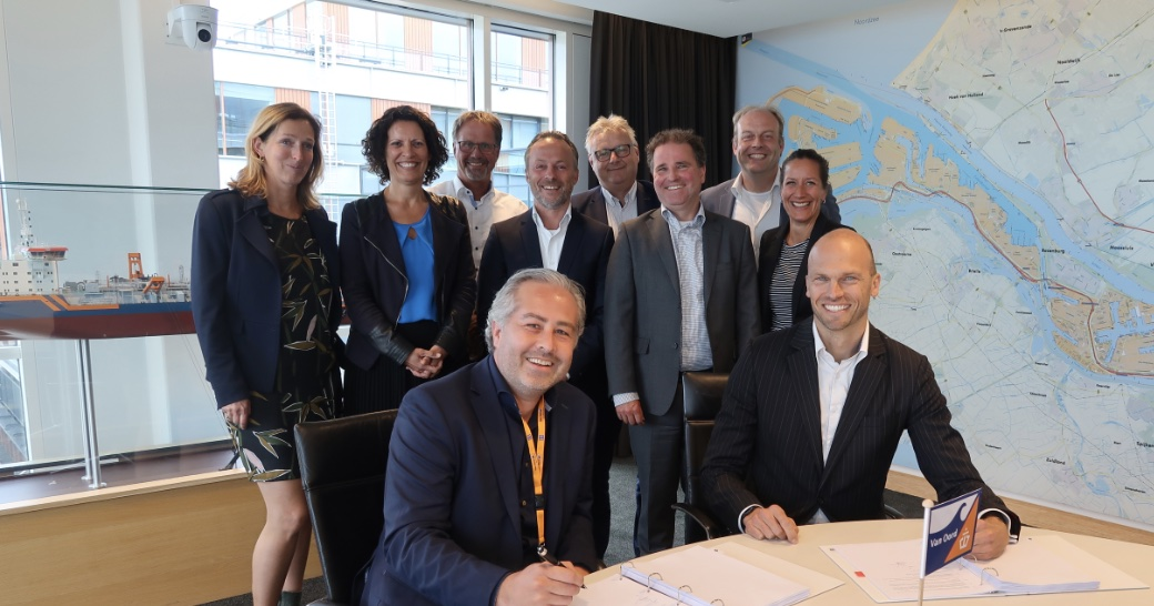 Van Oord and Nétive sign contract